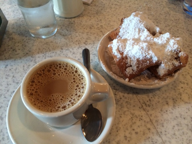 benguiets and cafe au lait, Cafe Du Monde