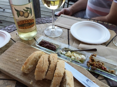 Bluemont Vineyard dips and wine
